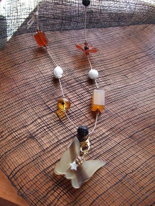 蝶のネックレス
