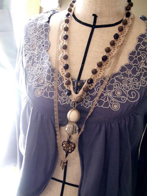 付け襟感覚のネックレス