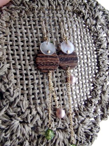 貝と木のピアス