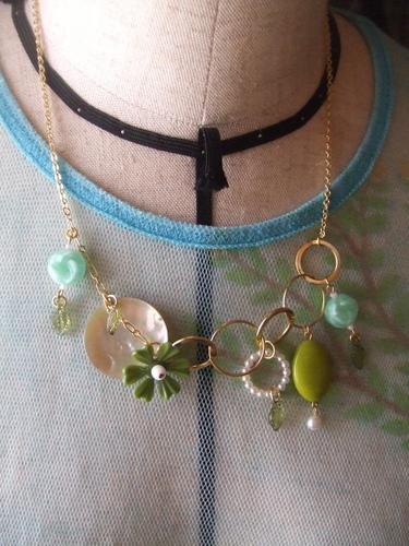 緑の雫ネックレス